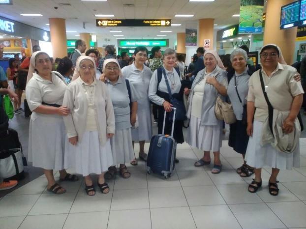 All'aeroporto di Lima con le sorelle prima di ripartire…